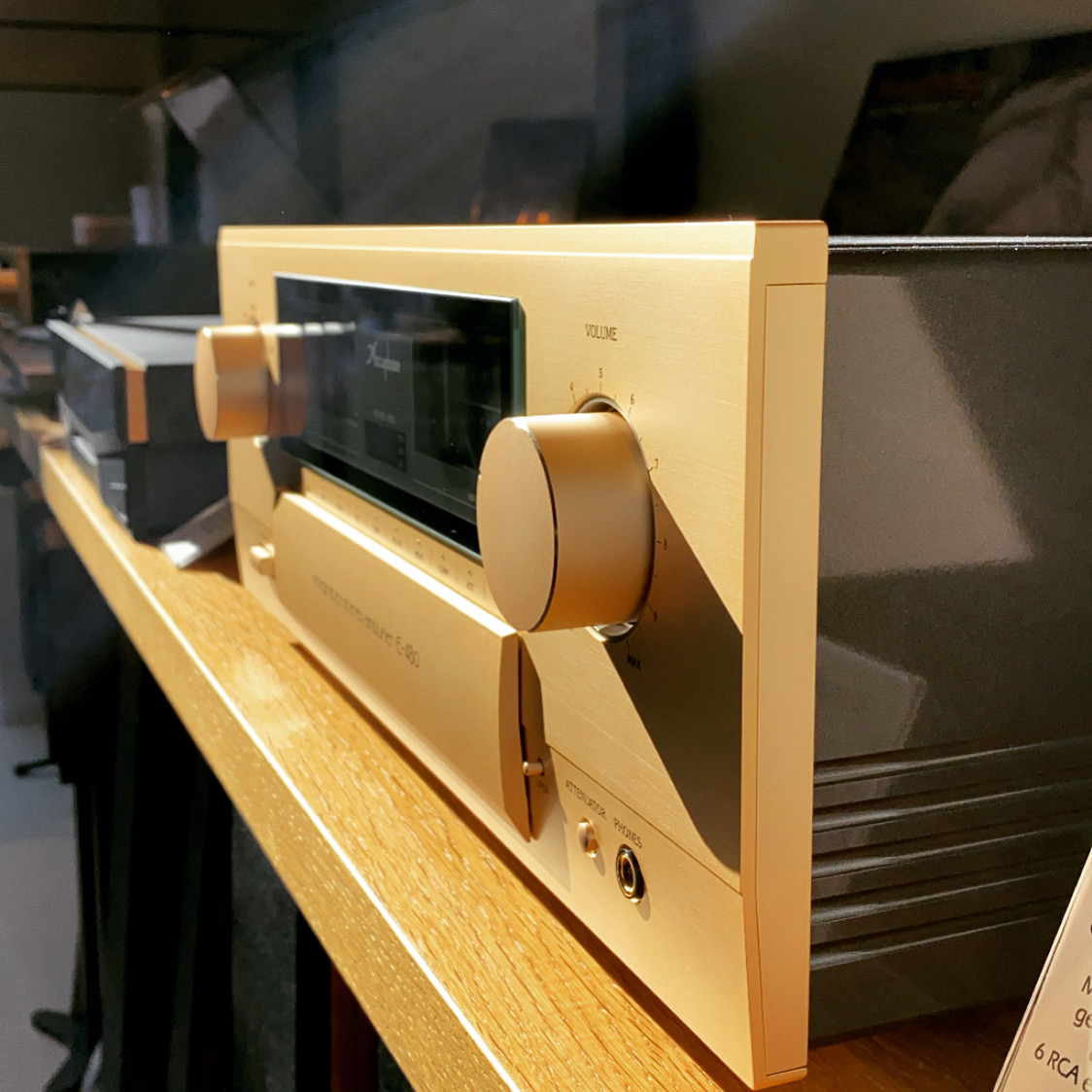 Accuphase E-480 bij The Hifi Studio